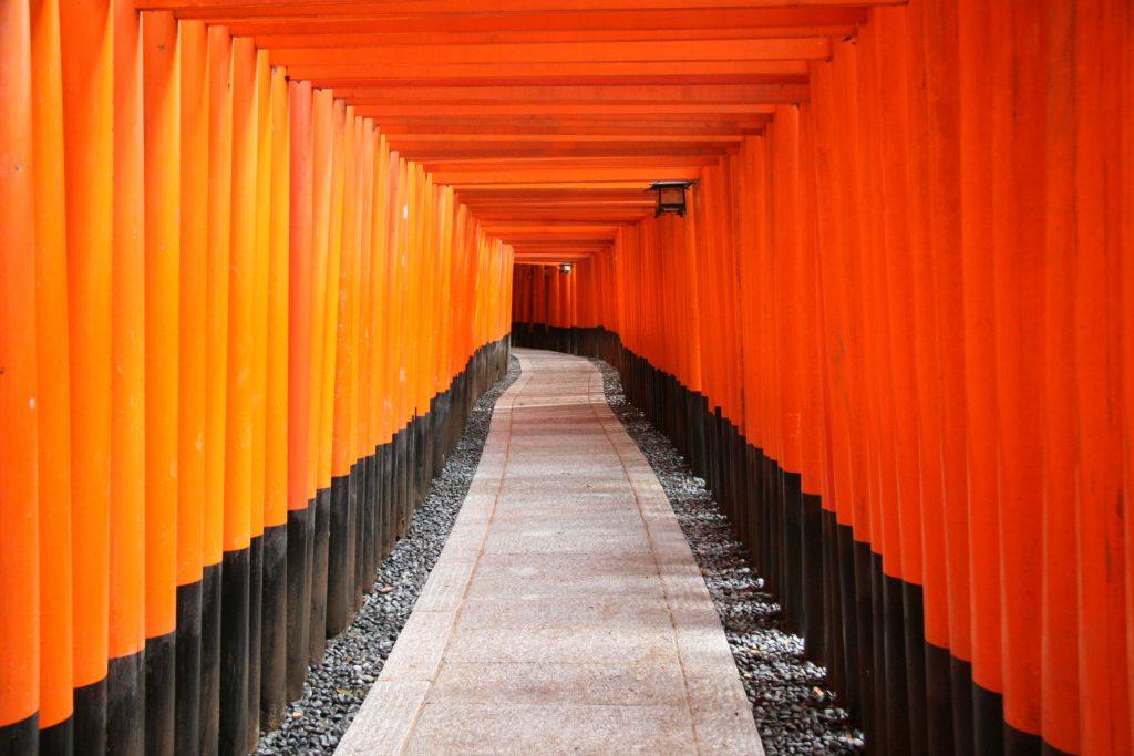 千本鳥居 (写真提供:京都市メディア支援センター)