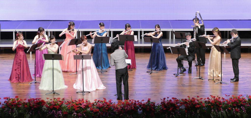 D.チマローザ「二本のフルートのための協奏曲 ト長調」演奏の様子